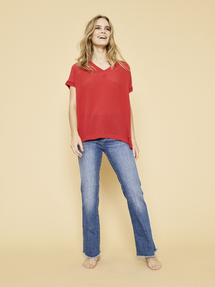 121400 Belle Silk Tee - 127030 Percy Frill Flare Jeans_2.jpg